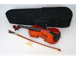 Скрипка 1/2 CARAYA MV003 в футляре со смычком